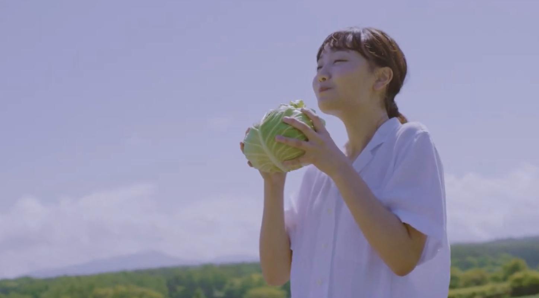 嬬恋高原キャベツ丸かじりCMの可愛い女優は誰?味や口コミも調査!