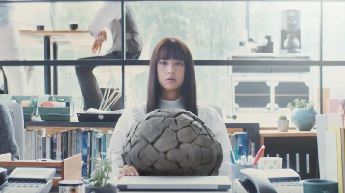 リクナビNEXTのCMの女優は誰?違和感(岩)を持つ女の子を調査!