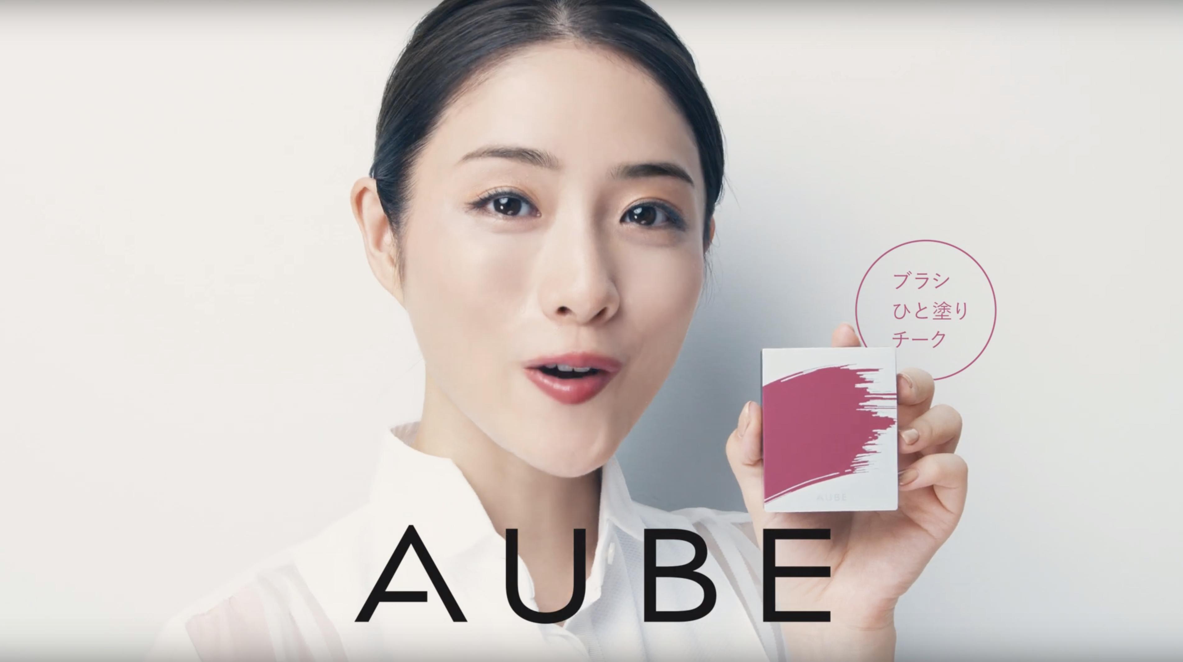 石原さとみ(AUBE)CMの使用アイテムや色は?曲や服装も調査!