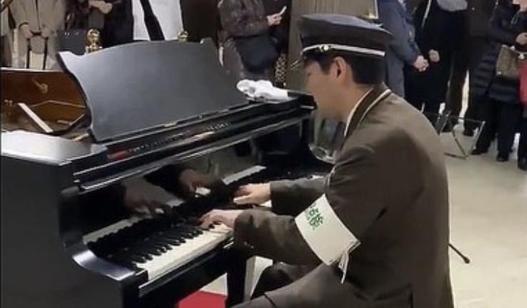 ピアノ演奏したリアル駅員の名前は?顔画像や動画も!