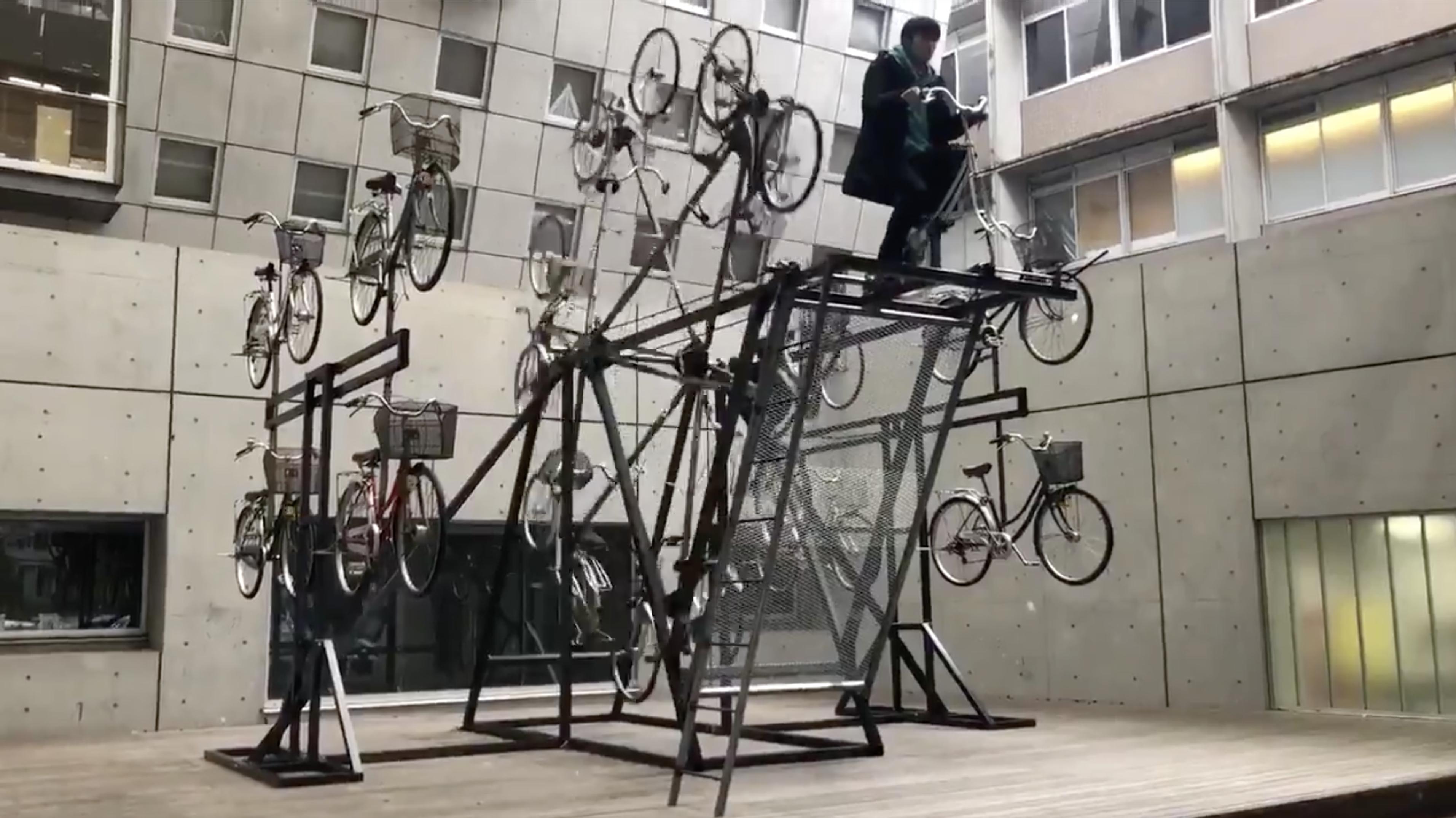 東弘一郎のwikiプロフィール!年齢や経歴は?有名な代表作品は?なぜ自転車?